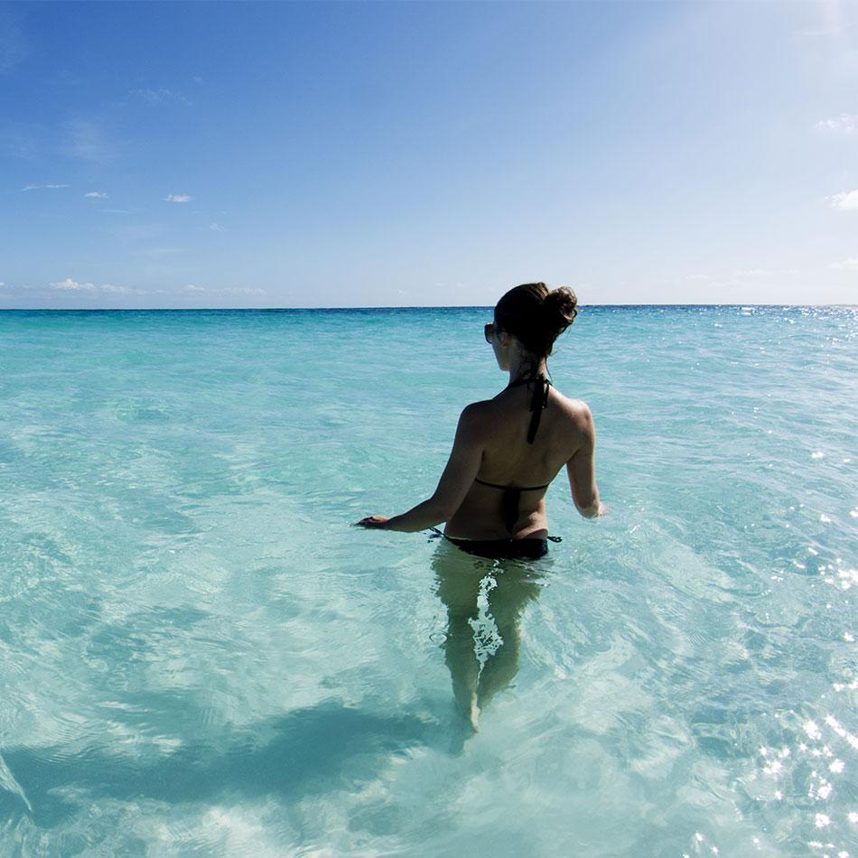 Clear blue ocean in Aruba