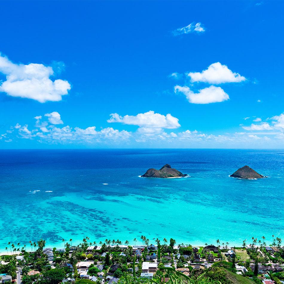 Blue water on beach of Oahu, Hawaii